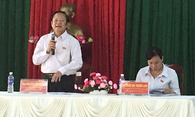 Ông Nguyễn Việt Thắng - Chủ tịch Hội Nghề cá Việt Nam phát biểu tại buổi tiếp xúc cử tri ở Giồng Trôm. Ảnh: Hồng Yến