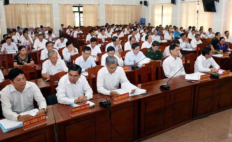 Quang cảnh các đại biểu dự Hội nghị lần thứ 14 Ban Chấp hành Đảng bộ tỉnh khóa X. Ảnh: H. Hiệp