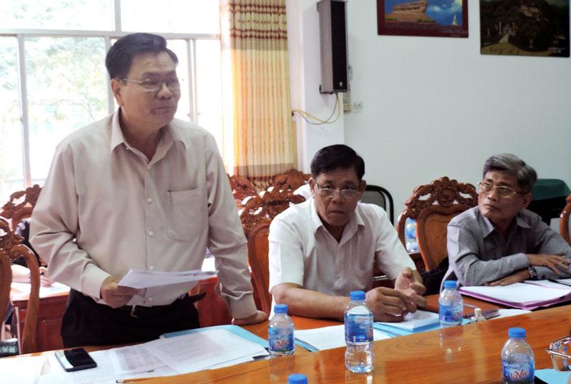 Phó chủ tịch UBND tỉnh Nguyễn Hữu Lập phát biểu tại tổ. Ảnh: P. Tuyết