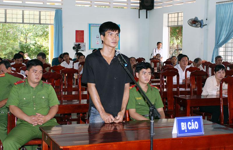 Đối tượng Nguyễn Minh Sơn tại phiên xét xử. Ảnh: Phúc Nhân
