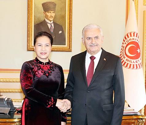 Chủ tịch Quốc hội Nguyễn Thị Kim Ngân với Chủ tịch Quốc hội Thổ Nhĩ Kỳ Binali Yildirim.