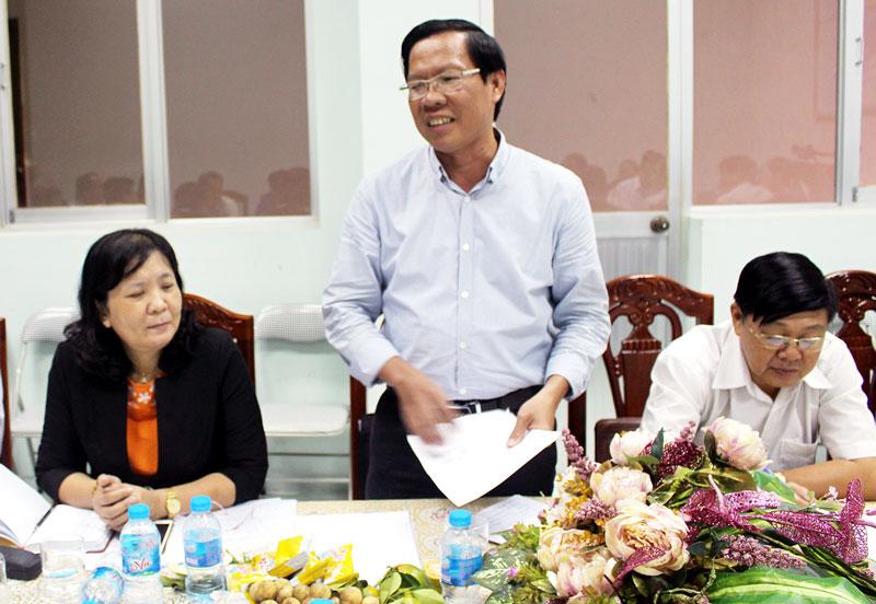 Phó bí thư Tỉnh ủy Phan Văn Mãi phát biểu tại buổi làm việc.