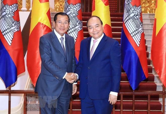 Thủ tướng Chính phủ Nguyễn Xuân Phúc và Thủ tướng Chính phủ Hoàng gia Campuchia Samdech Techo Hun Sen.