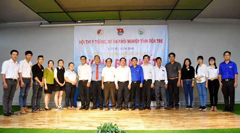 Các thí sinh vào vòng chung kết.