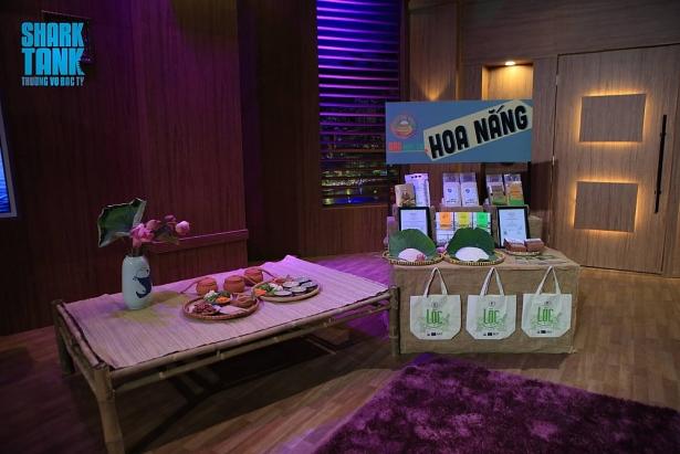 Sản phẩm gạo hữu cơ Hoa Nắng được trưng bày trong Chương trình. Ảnh: Cắt từ Chương trình phát sóng.