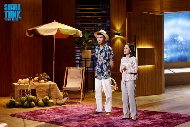 Nguyễn Tấn Lộc, người sáng lập thương hiệu dừa xiêm xanh Cocolala và Diễm Phượng, cố vấn tài chính trong chương trình Thương vụ bạc tỷ vào tối 15-8. Ảnh: Cắt từ Chương trình phát sóng.