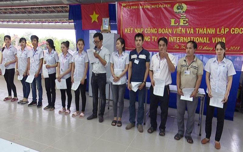 Ban Chấp hành CĐCS Công ty TNHH JSB International ViNa ra mắt. Ảnh: Trần Xiện
