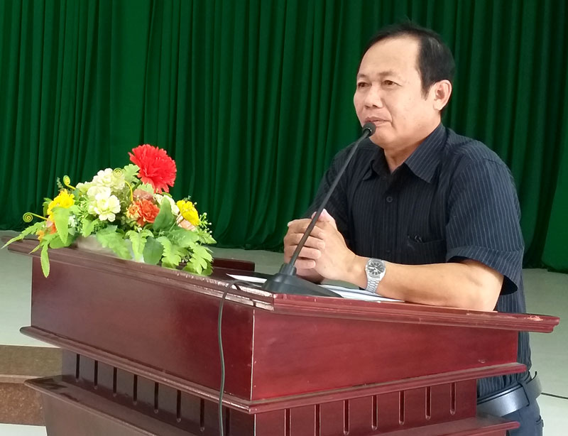 Phó chủ tịch UBND huyện Giồng Trôm Nguyễn Minh Trung phát biểu tại hội thảo.