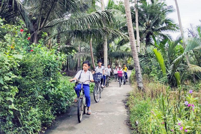 Đường giao thông nông thôn ở xã Lương Hòa thoáng mát, sạch đẹp. Ảnh: Quốc Thi