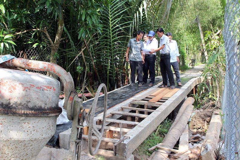 Cầu liên tổ ấp Sùng Tân, xã Tân Thanh Tây đang thi công giai đoạn cuối.