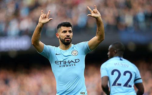 Aguero mừng bàn thắng thứ 150 cho Man City tại Ngoại hạng Anh. Ảnh: EPA