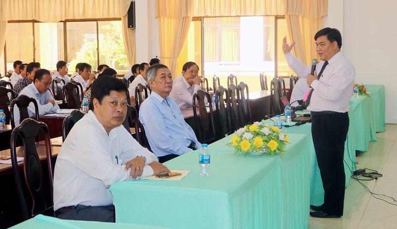 Ths Phan Bửu Toàn chia sẻ thông tin về du lịch tại huyện Ba Tri. Ảnh: Phan Hân