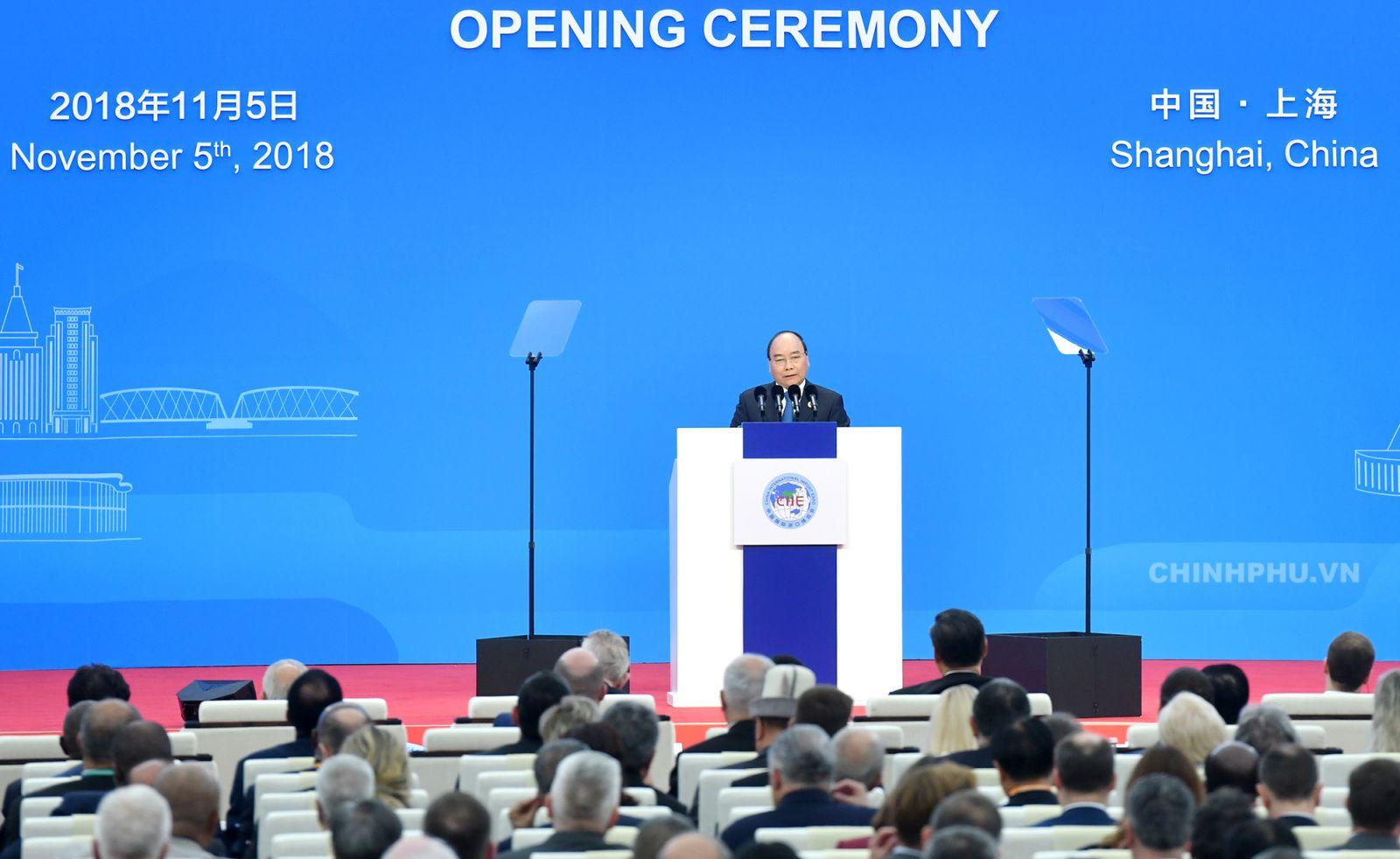 Thủ tướng Nguyễn Xuân Phúc phát biểu tại lễ khai mạc Hội chợ CIIE 2018. Ảnh: VGP/Quang Hiếu