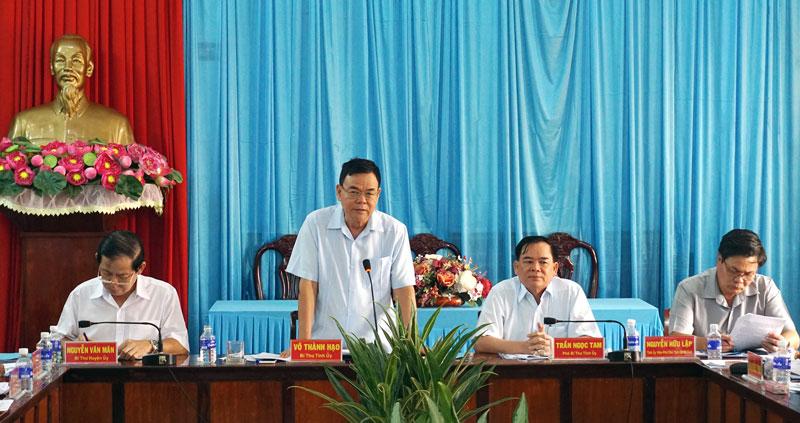 Bí thư Tỉnh ủy Võ Thành Hạo phát biểu tại buổi làm việc với Huyện ủy Bình Đại. Ảnh: Q.Hùng