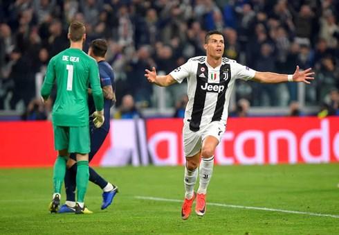 Cristiano Ronaldo ăn mừng khi ghi bàn vào lưới MU. Ảnh: Getty