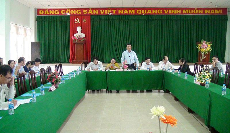 Phó chủ tịch UBND TP. Bến Tre Nguyễn Văn Thương phát biểu tại buổi làm việc. Ảnh: Hồng Quốc