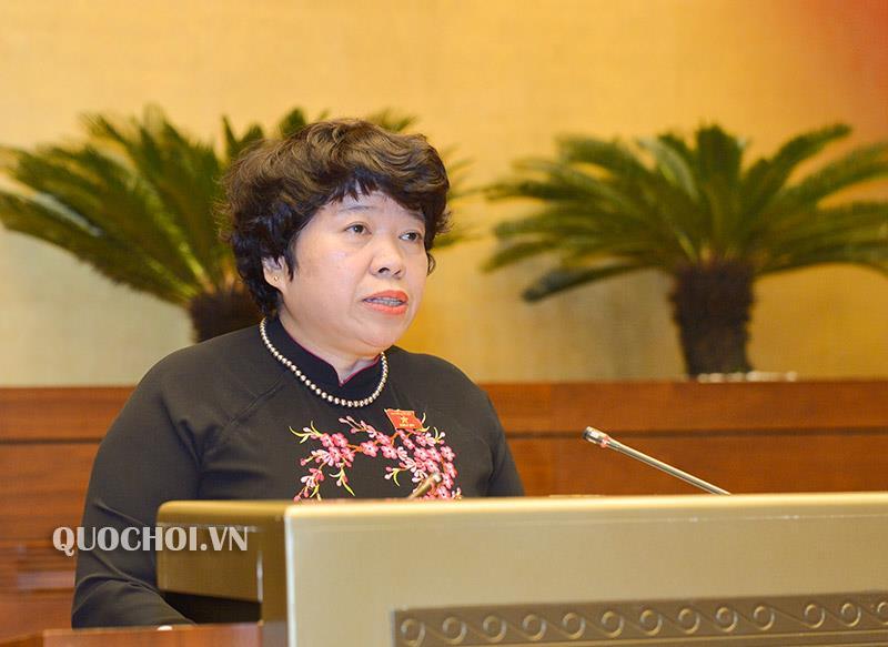 Chủ nhiệm Ủy ban về các vấn đề xã hội Nguyễn Thuý Anh trình bày Báo cáo thẩm tra. (Ảnh: quochoi.vn)