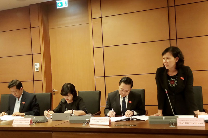 Đại biểu Trần Thị Thanh Lam góp ý thảo luận Luật giáo dục (sửa đổi. Ảnh: Văn Tân