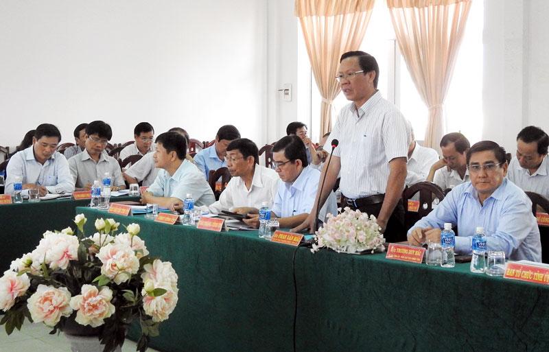 Phó bí thư Thường trực Tỉnhủy Phan Văn Mãi phát biểu tại buổi làm việc với Thành ủy TP. Bến Tre. Ảnh Thanh Đồng