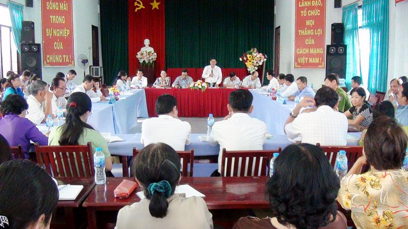 Phó ban Tuyên giáo Tỉnh ủy Nguyễn Hữu Thọ phát biểu tại buổi kiểm tra. Ảnh: Hồng Quốc