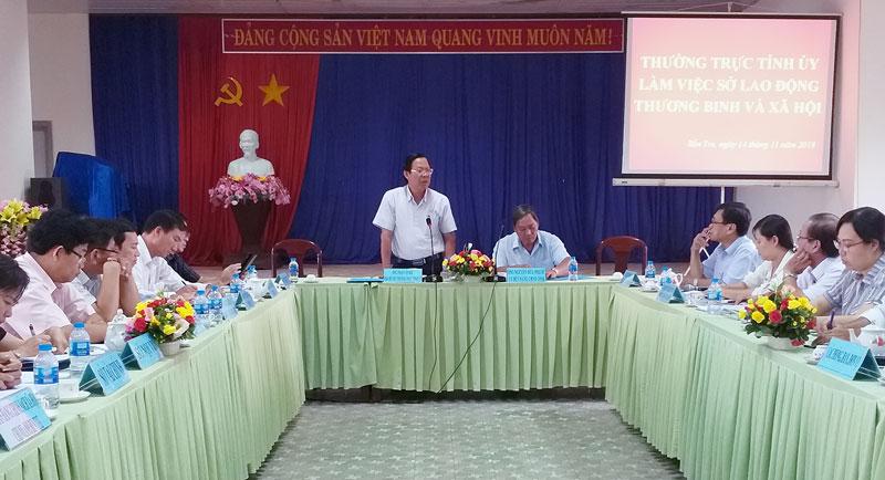 Phó bí thư Thường trực Tỉnh ủy Phan Văn Mãi phát biểu tại buổi làm việc.