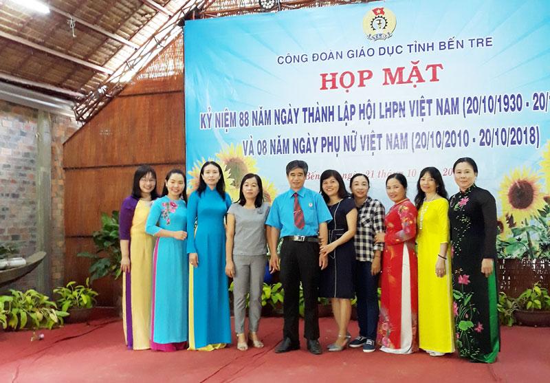Công đoàn Giáo dục họp mặt kỷ niệm 88 năm Ngày thành lập Hội Liên hiệp Phụ nữ Việt Nam. Ảnh: CĐGD