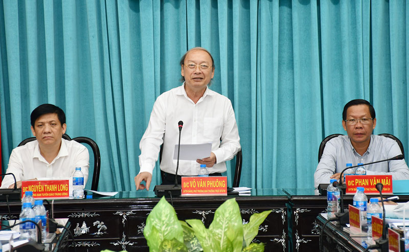 Phó  ban Thường trực Ban Tuyên giáo Trung ương Võ Văn Phuông phát biểu tại hội nghị.