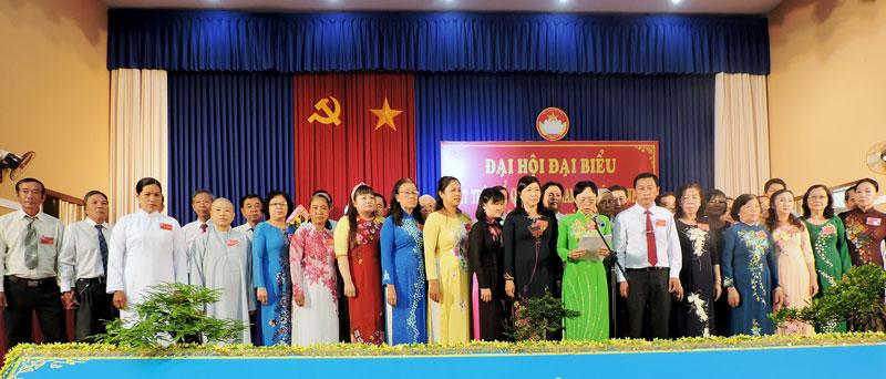 Ủy viên Ủy ban MTTQ Việt Nam xã nhiệm kỳ 2019 -2024 ra mắt đại hội. Ảnh: P. Tuyết