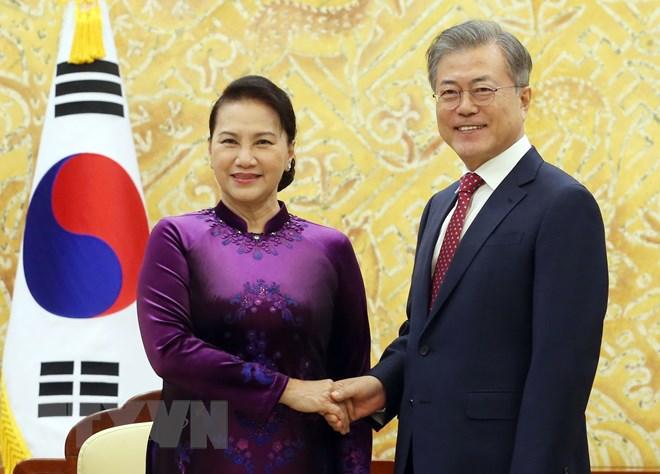 Chủ tịch Quốc hội Nguyễn Thị Kim hội kiến Tổng thống Hàn Quốc Moon Jae-in. Ảnh: Trọng Đức/TTXVN