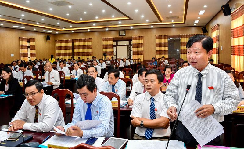 Đại biểu phát biểu tại phiên chất vấn và trả lời chất vấn.