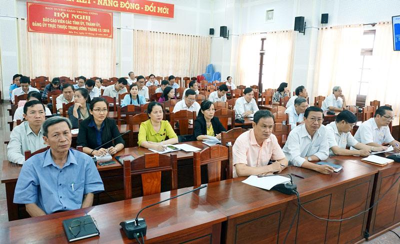 Các đại biểu tham dự hội nghị tại điểm cầu tỉnh Bến Tre. Ảnh: Q.Hùng