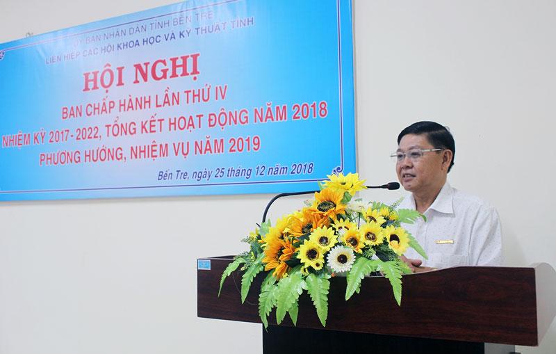 Phó ban Tuyên giáo Tỉnh ủy Nguyễn Hữu Thọ phát biểu tại hội nghị.