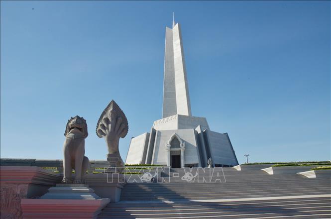 Đài Thắng - Thắng tại thủ đô Phnom Penh. Ảnh: Nhóm P/v TTXVN thường trú tại Campuchia.