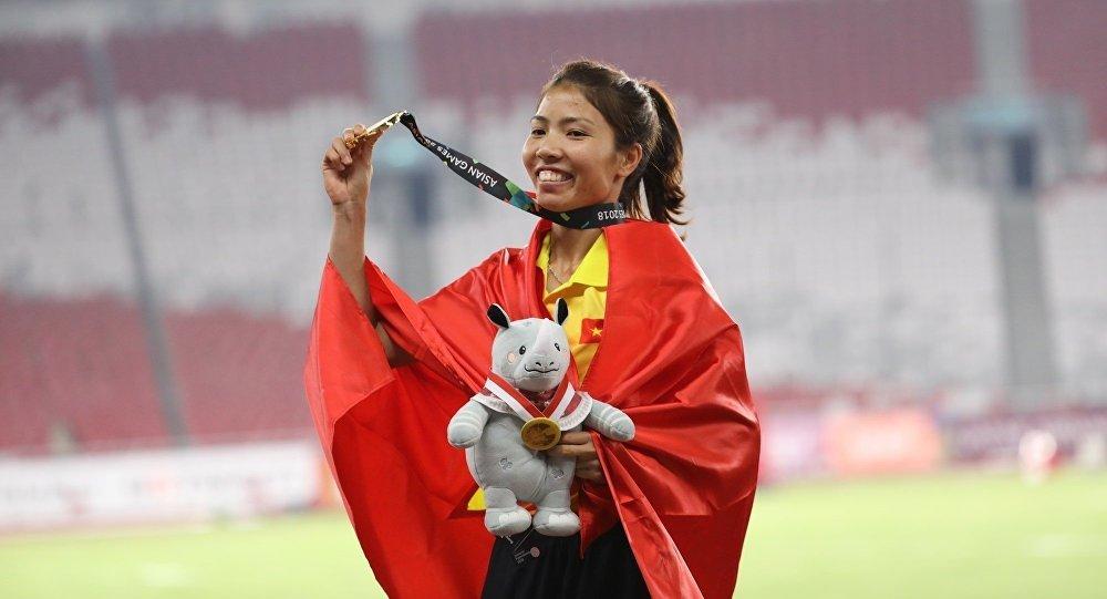 Bùi Thị Thu Thảo giành tấm huy chương Vàng điền kinh đầu tiên cho Việt Nam tại ASIAD. Ảnh: vietnamnet.vn