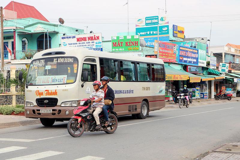 Nhiều cơ sở kinh doanh dọc theo tuyến quốc lộ 57 thuộc địa bàn xã An Ngãi Trung.