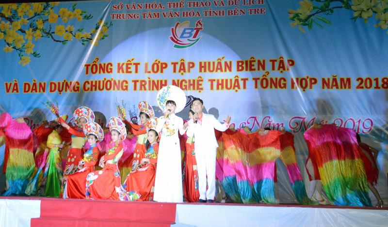 Chuơng trình nghệ thuật mừng xuân mới do Trung tâm Văn hóa tỉnh tổ chức. Ảnh: A. Nguyệt
