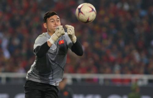 Đặng Văn Lâm góp công không nhỏ trên hành trình đến chức vô địch AFF Cup 2018 của tuyển Việt Nam. Ảnh: Giang Huy