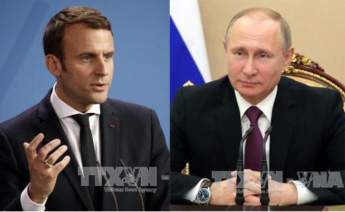 Tổng thống Emmanuel Macron và Tổng thống Nga Vladimir Putin (phải). Ảnh: EPA/TTXVN