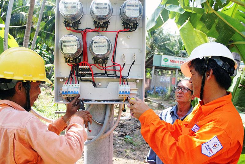 Ngành điện đầu tư xóa điện kế dùng chung tại xã Vang Quới Tây, huyện Bình Đại.