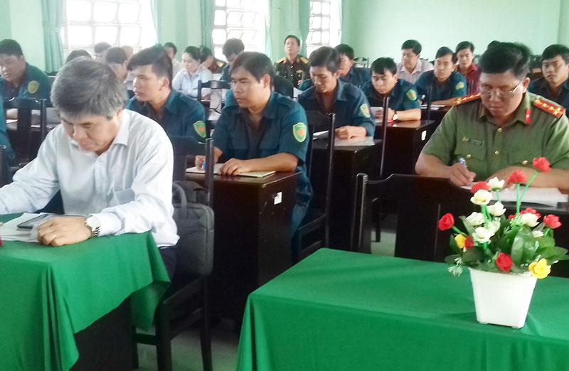Họp Hội đồng nghĩa vụ quân sự huyện mở rộng chuẩn bị cho công tác tuyển quân năm 2019. Ảnh: Hoàng Loan