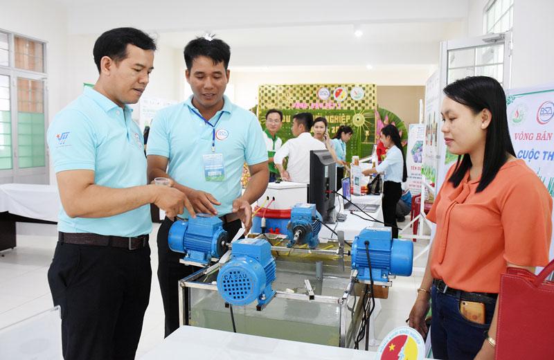 Dự án khởi nghiệp của anh Đào Phước Xoàn (Thạnh Phú) được đánh giá cao tại cuộc thi khởi nghiệp của tỉnh. Ảnh: C.Trúc