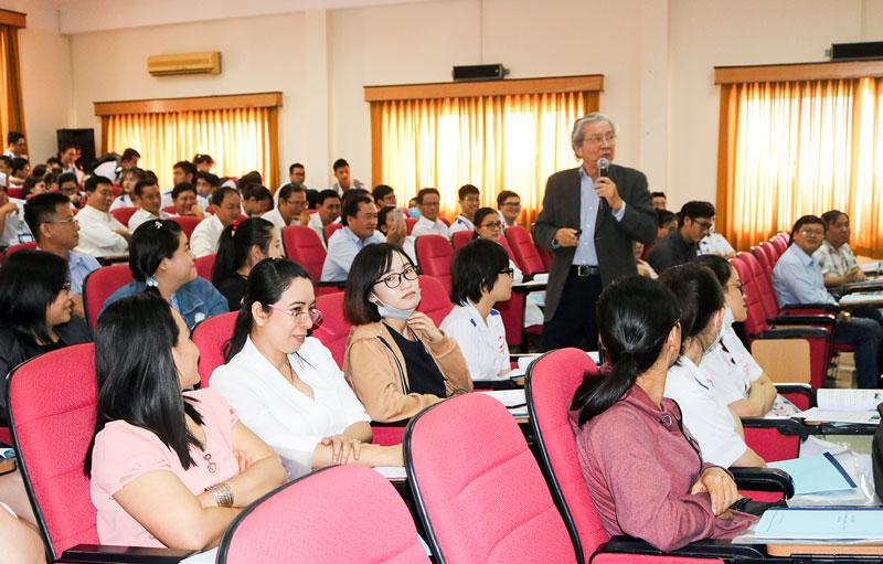 GS.BS: Nguyễn Chấn Hùng chia sẻ kiến thức về bệnh ung thư.