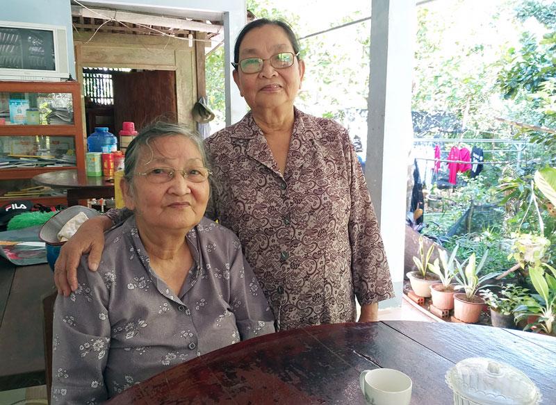 Cô Huỳnh Kim Xuyến (bên trái) và cô Huỳnh Kim Loan.