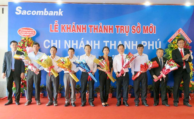 Ngân hàng Sài Gòn Thương tín khai trương chi nhánh tại Thạnh Phú. Ảnh: Trần Quốc