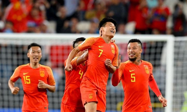 Wu Lei (số 7) ghi hai bàn thắng đẹp mắt, mở ra chiến thắng cho Trung Quốc. Ảnh: AFC