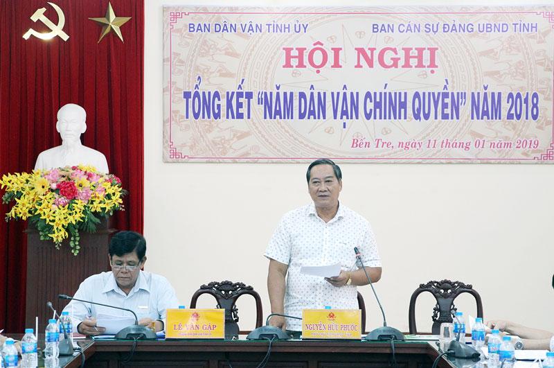 Phó chỉ tịch UBND tỉnh Nguyễn Hữu Phước gợi ý thảo luận tại hội nghị. Ảnh: Phạm Tuyết