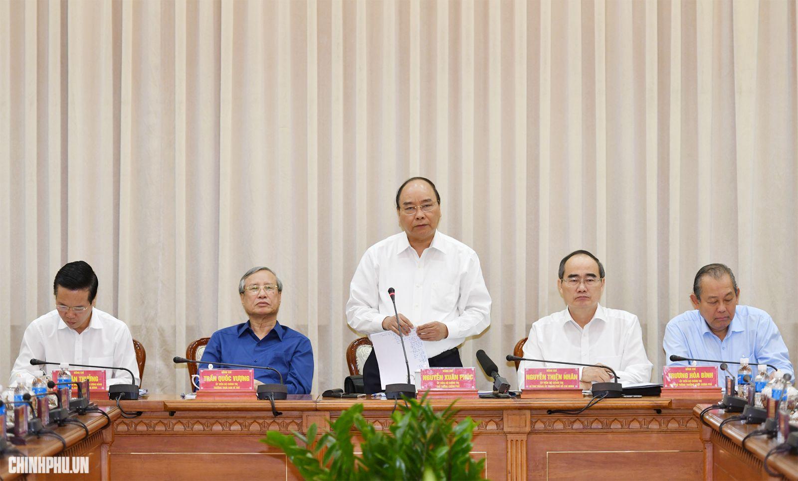 Thủ tướng Nguyễn Xuân Phúc phát biểu tại cuộc làm việc. Ảnh: VGP/Quang Hiếu