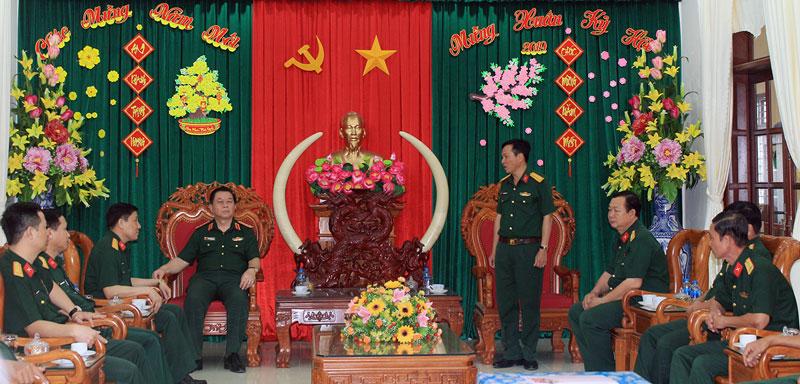 Thượng tướng Nguyễn Trọng Nghĩa thăm chúc Tết và kiểm tra đơn vị. Ảnh: Chí Linh