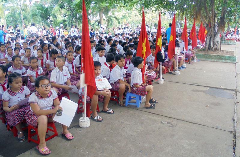 Huyện đang tiếp tục vận động học sinh trở lại lớp. Ảnh: Văn Minh