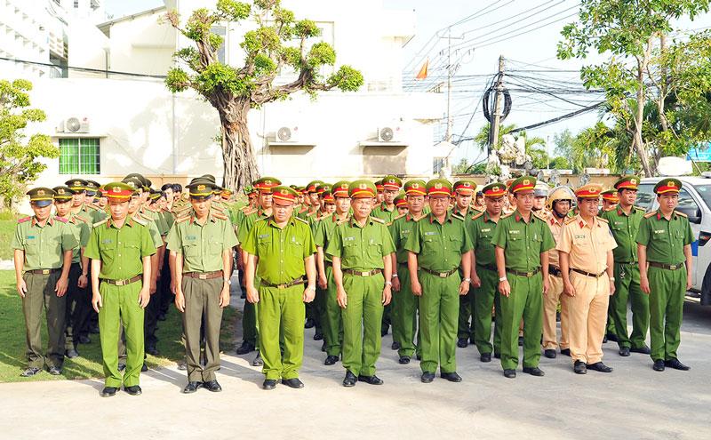 Công an huyện Bình Đại ra quân cao điểm tấn công trấn áp tội phạm.